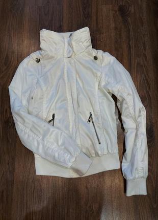 Курточка, ветровка