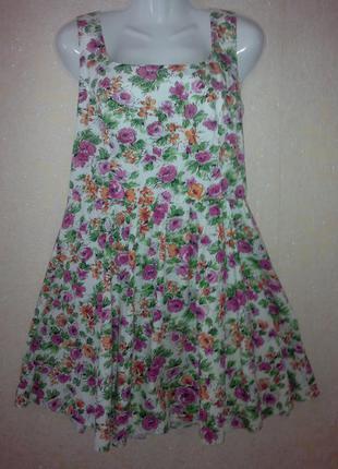 Трендовое платье с цветочным принтом