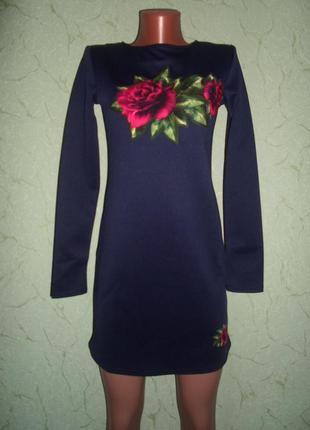 Короткое платье с замшевой аппликацией розы
