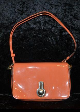 Красивая лаковая кожаная сумка golf