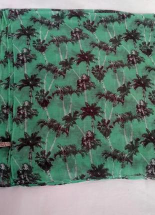 Красивое парео-шарф в пальмы