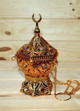 Большая металлическая бахурница на цепочке в золоте