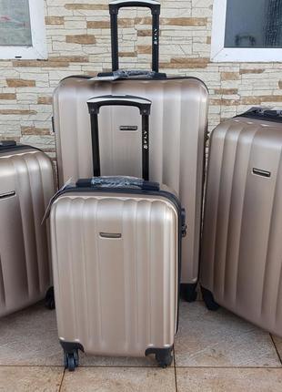 Отличный дорожный чемодан фирмы fly золотистый