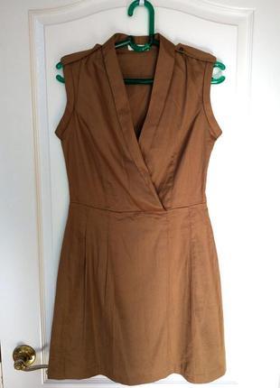 Платье в стиле милитари с глубоким вырезом