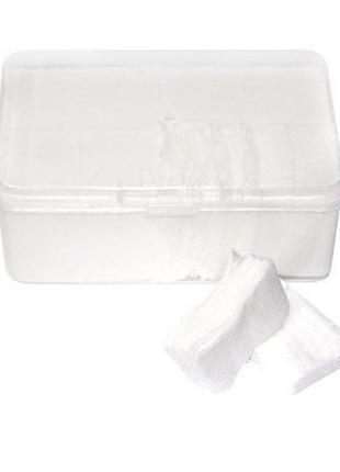Серветки безворсові, великі в пластиковому контейнері. 100 шт
