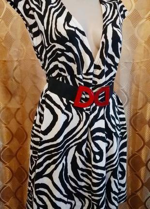 Милое платье с ремешком