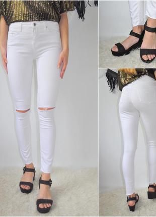 Белые джинсы topshop moto light с дырками