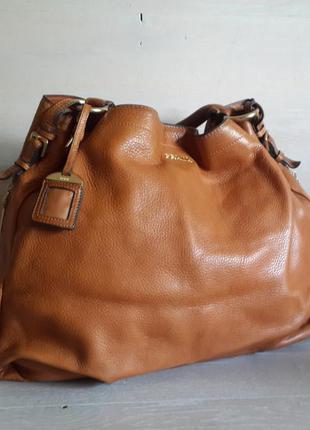 Prada!большая кожаная сумка .оригинал
