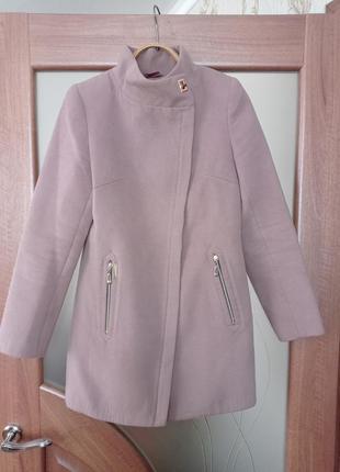 Стильное демисезонное пальто косуха