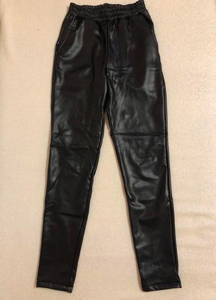 Стильные кожаные штаны