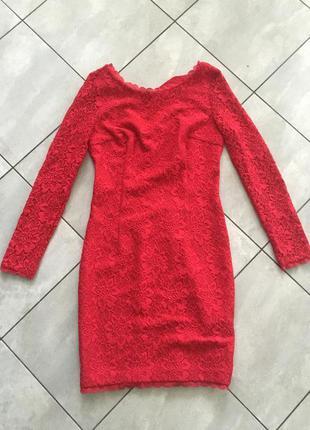 Платье коктейльное красное