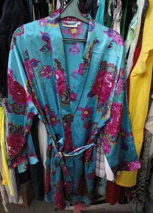Яркий цветной халат