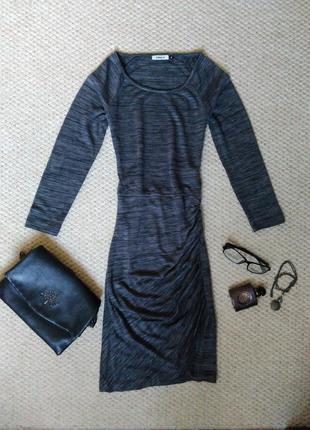 Темно серое облегающее мини платье