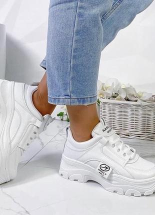 Женские белые кроссовки на высокой подошве буффало