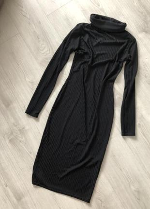 Платье миди облегающее