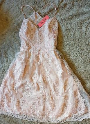 Нарядное миди платье chi chi london