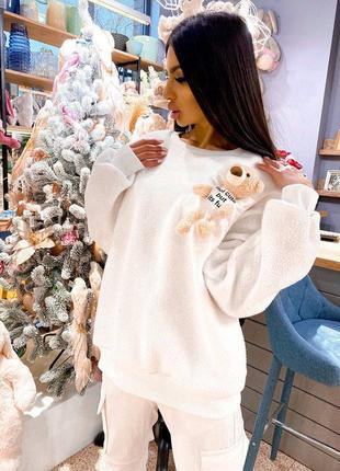 Плюшевый свитшот свитер с мишкой оверсайз удлиненный