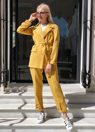 Брючный костюм горчичного цвета бренд want