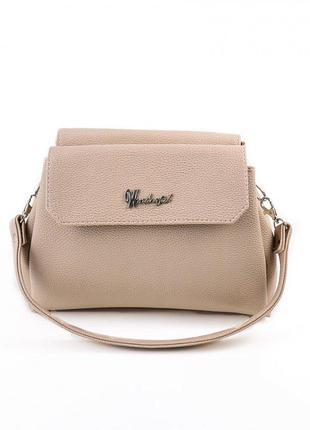 Бежевая сумочка на ремешке оригинальной формы
