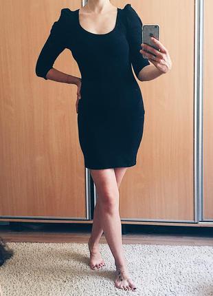 Чёрное трикотажное платье футляр мини