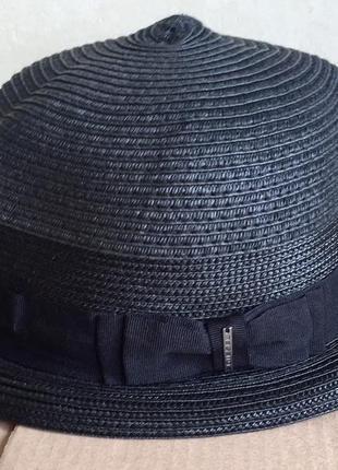 Шляпка чёрного цвета