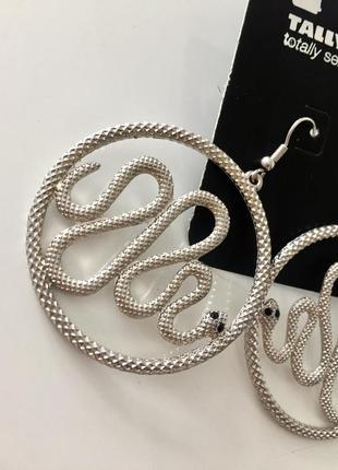 Нові сережки.  срібні. змія. гарна робота. супер ціна