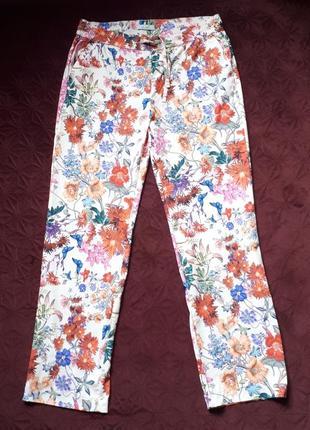 Лёгкие, отличного качества с красивым принтом штаны.