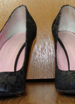 Стильные кожаные итальянские туфли paoletti украшенные кружевом каблук 10см