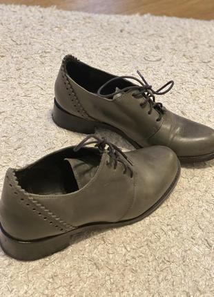 Кожаные туфли. дерби-броги