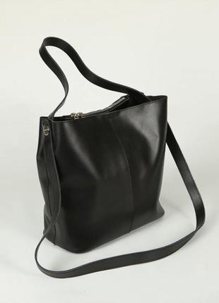 Черная кожаная молодежная сумка на плечо с ручкой и ремнем