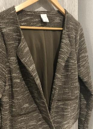 Стильный укороченый пиджак