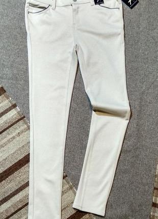 . джинсы леггинсы эластичные молочного цвета
