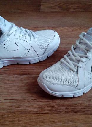 Кожаные беговые кроссовки nike 24 см