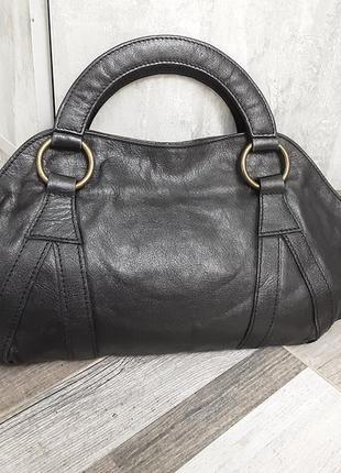 Елегантная кожаная сумка essentiel