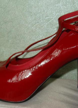 Эффектные красные лакированные туфли dumond на платформе, каблук 10см, made in brazil