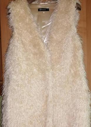 Стильная жилетка из ламы