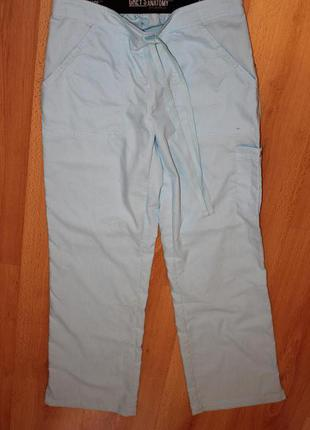 Нежно голубые брюки спортивного плана