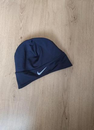 Спортивная шапочка от nike