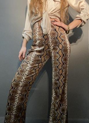 Расклешенные брюки высокая посадка кожа змеи рептилии стрейч-велюр бархат