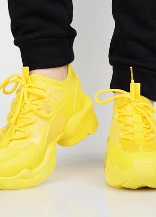 Желтые стильные кроссы
