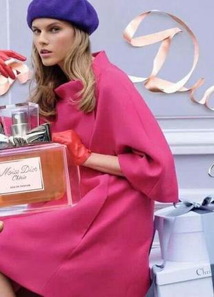 Сочное ярко-розовое пальто с рюшами. dior