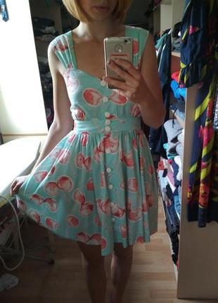 Платье в вишенки