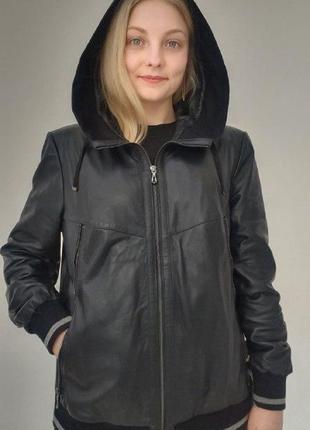 Кожаная курточка plus size с трикотажной окантовкой