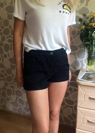 Короткие шортики