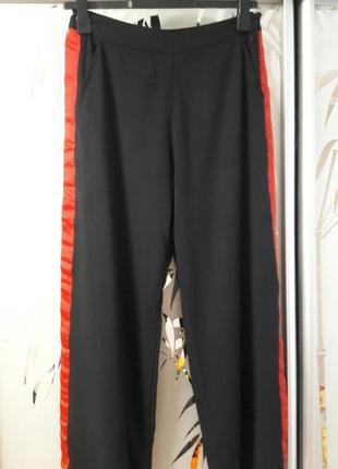 Брюки брюки с лампасами   numph