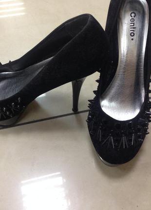 Туфли с шипами на каблуке (шпильке) подойдут для стрипа