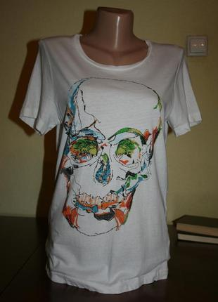 Модная базовая белая футболка с черепом из роз