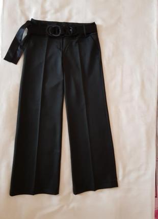 Нарядные широкие брюки с поясом.