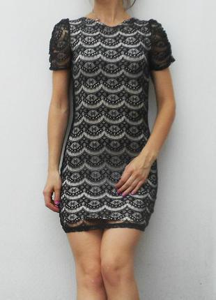 Нарядное кружевное вечернее платье