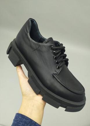 Туфли женские кожаные черные на шнурках без каблука